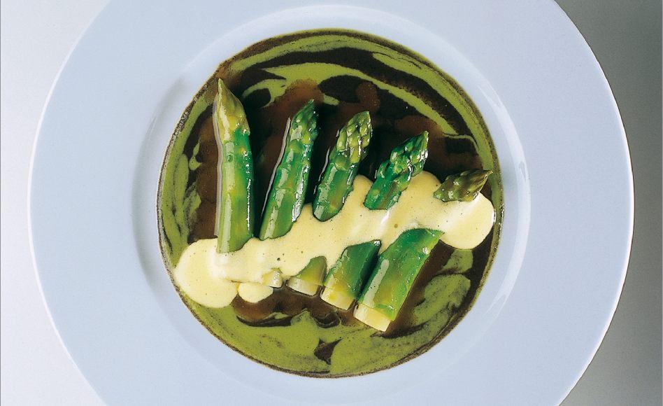 Bourgeois zöld spárga, muszin mártással Alain Ducasse
