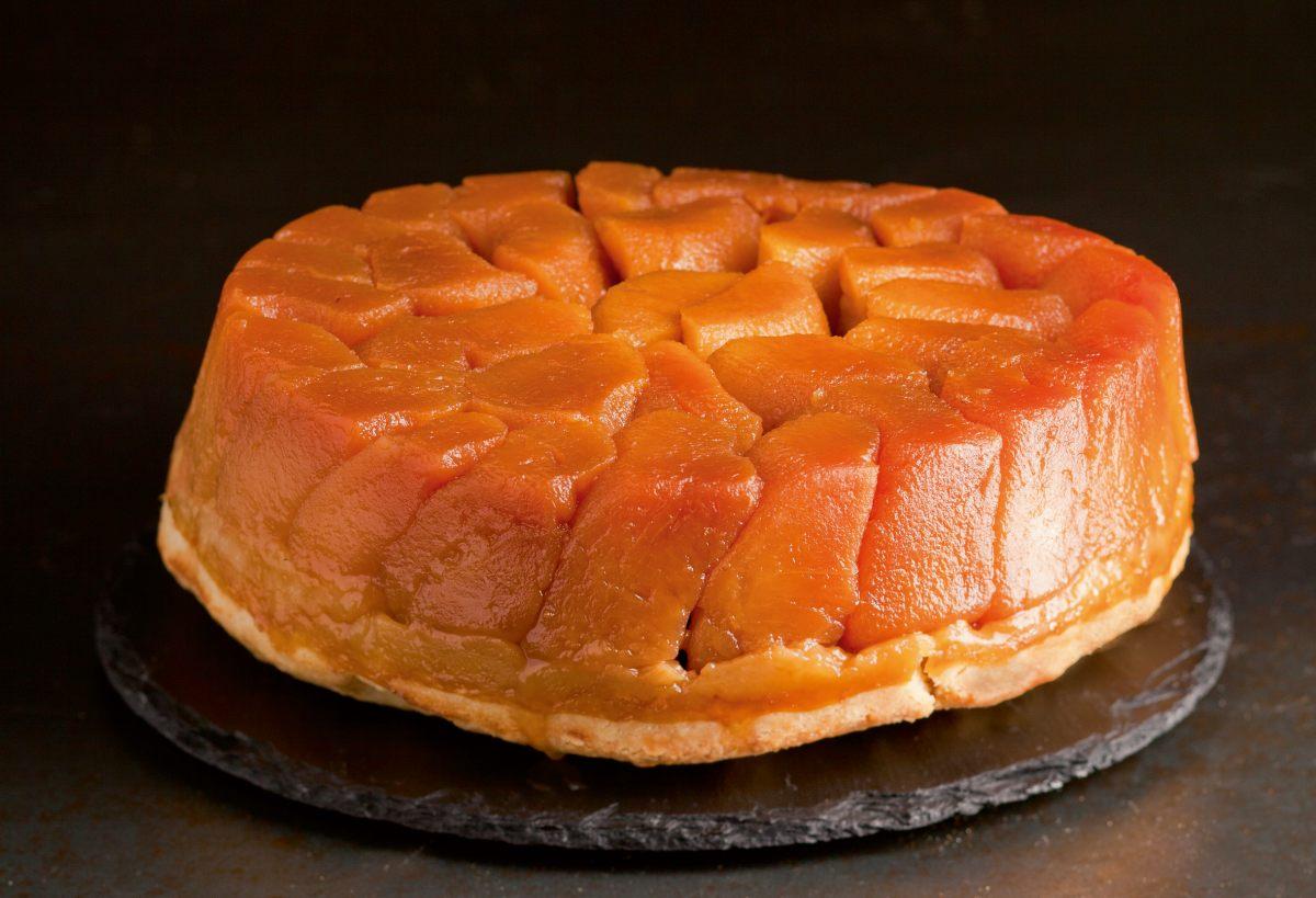 tarte tatin aux pommes par l 39 cole de cuisine alain ducasse. Black Bedroom Furniture Sets. Home Design Ideas