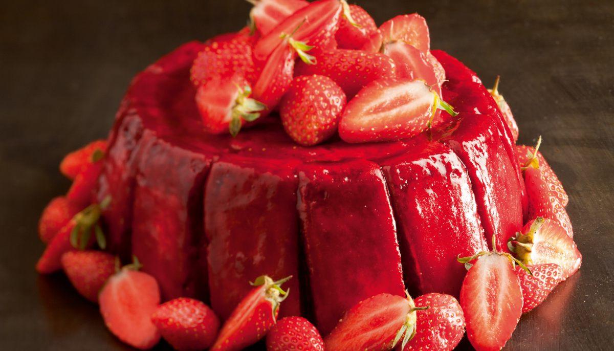 Charlotte aux fraises par l 39 ecole de cuisine alain ducasse - Cours de cuisine michalak ...