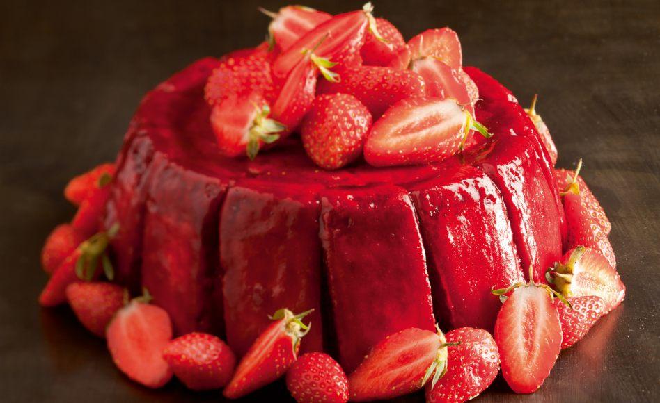 Charlotte aux fraises par l 39 ecole de cuisine alain ducasse - Jeux de charlotte aux fraises cuisine gateaux ...