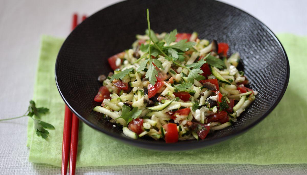 Tartare de courgettes à la feta et aux olives par Académie du Goût