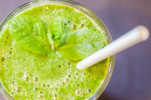 Green smoothie épinards, melon et agrumes