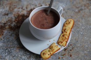 Chocolat chaud praliné, langues de chat géantes