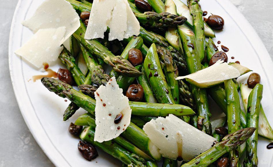 recette d 39 asperges vertes r ties aux olives noires par. Black Bedroom Furniture Sets. Home Design Ideas