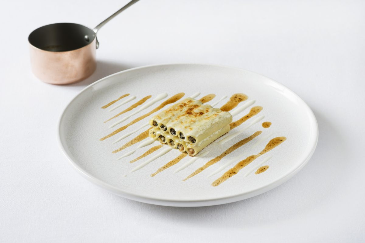 Macaroni truffe noire, foie gras, céleri et jus de veau