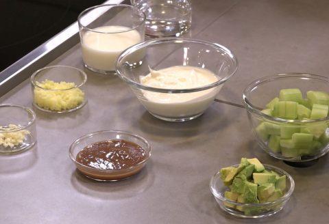 recette de gaspacho yaourt concombre la menthe garniture croquante par alain ducasse. Black Bedroom Furniture Sets. Home Design Ideas