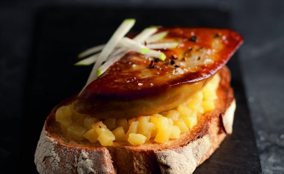 tartines de foie gras po l aux pommes par alain ducasse. Black Bedroom Furniture Sets. Home Design Ideas