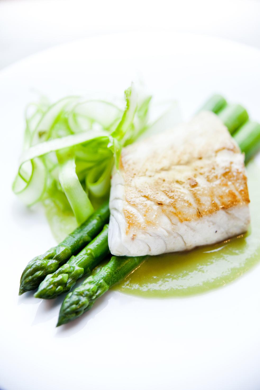 Recette de daurade cuite au plat asperges vertes tuv es for Cuisine 9269