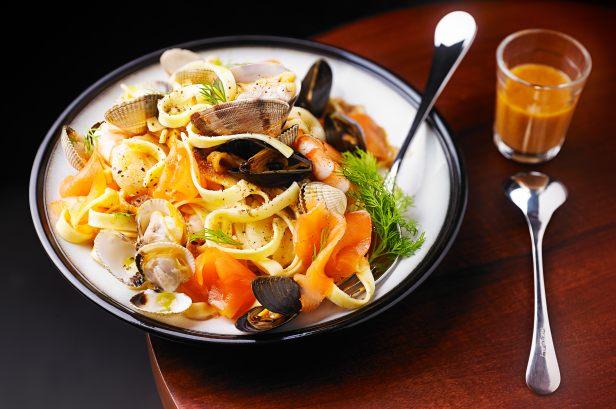 Recette de tagliatelles aux fruits de mer - Tagliatelles aux fruits de mer recette italienne ...