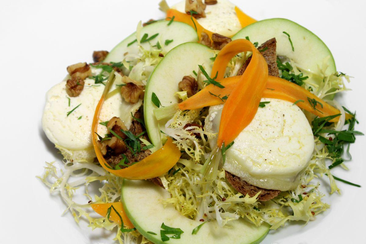 Salade au chèvre chaud d'hiver