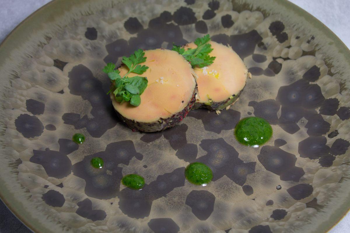 Foie gras de canard mi-cuit aux poivres, condiment acidulé