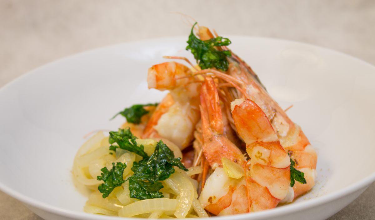 Recette de gambas et oignons par alain ducasse - Offrir un cours de cuisine avec cyril lignac ...