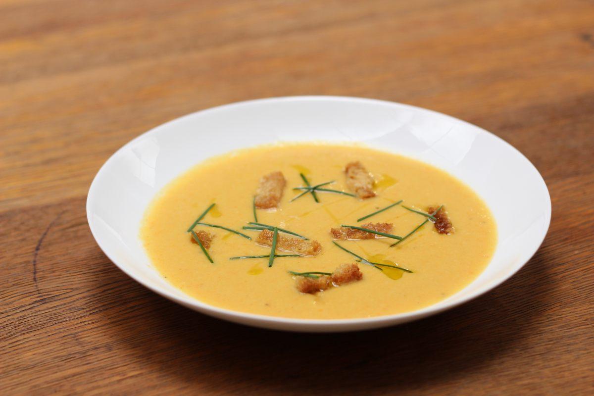 Soupe de légumes racine rôtis