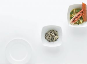 Tajine de « king crab », velouté curry, riz black & white par Alain Ducasse